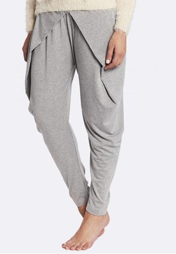 Deshabille grey Halston Pants DE081US0HC6VSG_1