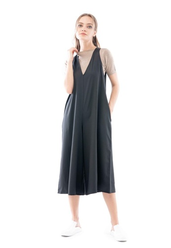 What To Wear black V-Neck Sleeveless Jumpsuit in Black 3E072AAF3AB155GS_1