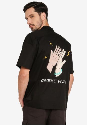 URBAN REVIVO black Fashion Printed Shirt 6FEAAAA02A181DGS_1