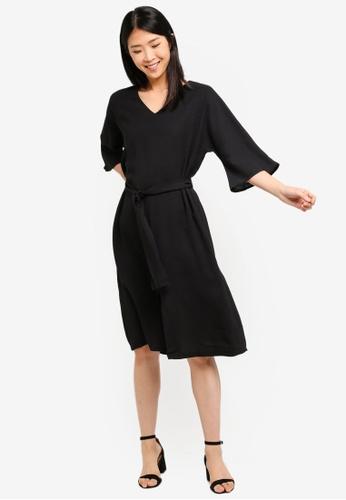 ZALORA BASICS black Basic Tie Waist V-Neck Midi Dress E1421AA246F32EGS_1