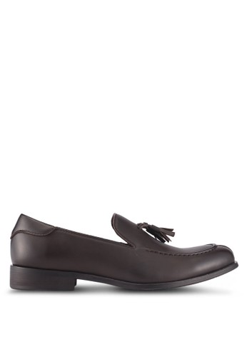 ZALORA brown Faux Leather Slip On Dress Shoes with Tassels 7632BSH6B2A833GS_1
