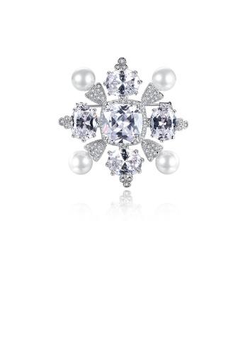 Glamorousky 白色 優雅時尚幾何菱形仿珍珠胸針配鋯石 CF883AC18686DFGS_1