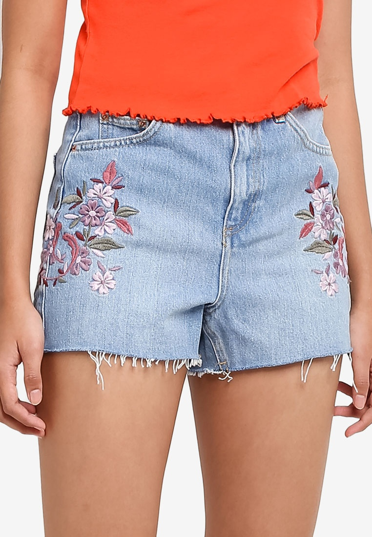 f7bf3b22ad ... Shorts TOPSHOP Moto Mid Floral Embroidered Denim Mom xwIBqF ...