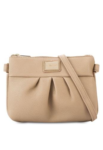 暗紋仿皮褶飾手拿包、 包、 包Perllini&Mel暗紋仿皮褶飾手拿包最新折價