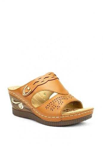 Cardam's Lifestyle beige CLS 91511 Mocha Beige Wedge Sandals 6065DSHA3198CBGS_1
