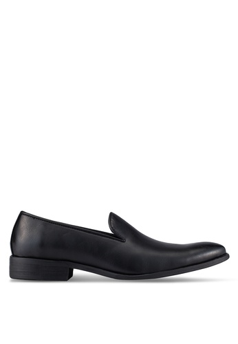 ZALORA black Basic Faux Leather Dress Loafers C3BCAAAA7D035AGS_1