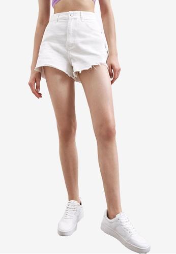 Urban Revivo white Frayed Casual Shorts 1C158AAE773008GS_1