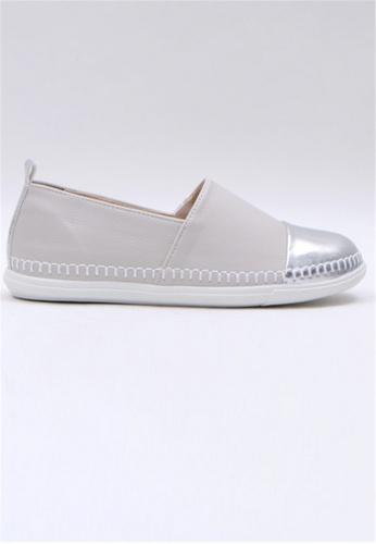 Crystal Korea Fashion 米褐色 韓國製舒適平底輕巧休閒鞋 58FB2SHA253026GS_1