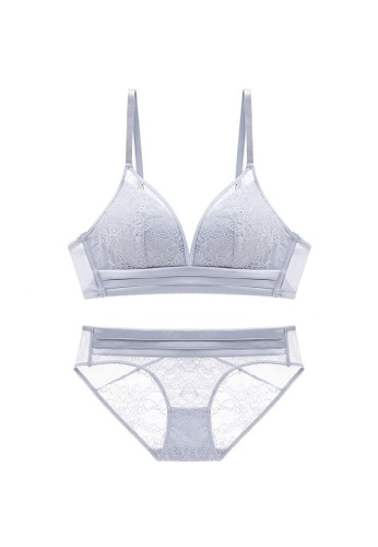 W.Excellence grey Premium Gray Lace Lingerie Set (Bra and Underwear) 86895US54AE54EGS_1