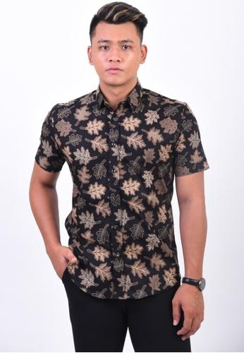 UA BOUTIQUE black Short Sleeve Shirt Batik UASSB58-013 (Black/ Brown) 9EE73AABADC1E7GS_1