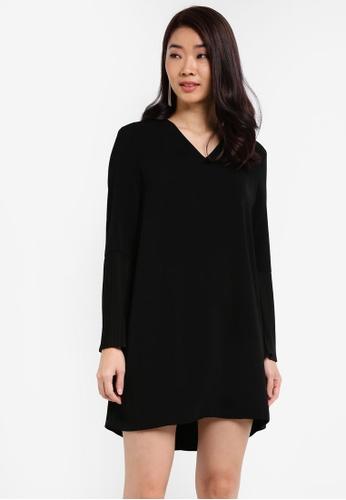 ZALORA black Pleated Sleeves Dress 4CB93AAC4F6CEEGS_1