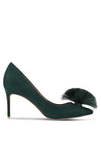 ZALORA 綠色 新年系列 毛球裝飾尖頭細跟高跟鞋 3F9DDZZEB58C35GS_1