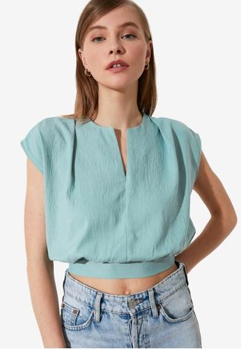 Trendyol green V Cut Collar Crop Top 2DB5AAAA6B60B4GS_1
