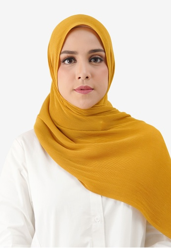 Buttonscarves yellow Buttonscarves Everyday Pleated Shawl Amber 4E31CAA7472066GS_1