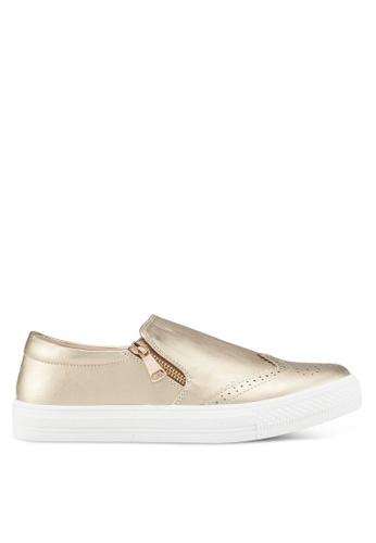 Something Borrowed 金色 雕紋懶人鞋 7FADASH6D00A33GS_1