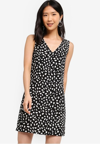 ZALORA BASICS black Basic V-Neck Shift Dress 29BDFAA6EEB3EEGS_1