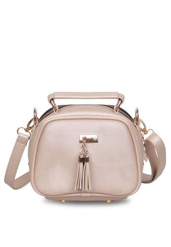 Quincy Label beige Sling Bag Tassel Selempang Cream- Quincylabel AEAEDAC371D228GS_1
