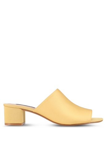 ZALORA 黃色 Low Chunky Slip On Heels 3D320SH3AC1250GS_1