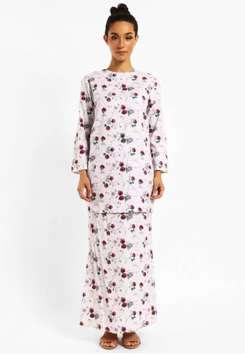 Kurung Angelina D-24 from BETTY HARDY in White and Red and Green and Multi