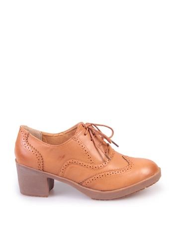Sunnydaysweety 褐色 復古新款綁帶雕花復古高跟鞋C03188 SU395SH09YA8TW_1