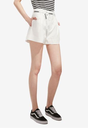 Hopeshow white D-Ring Belt Tailored Shorts 00FBDAA775E4E6GS_1
