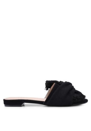 ZALORA 黑色 Sandals With Tie Detail FF22ESHF8CD07CGS_1