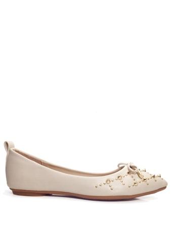 Twenty Eight Shoes 米褐色 鉚釘及蝴蝶結平底鞋 VL90245 13FB4SH7FA746CGS_1