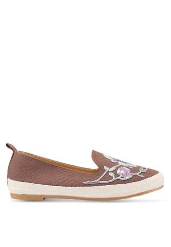 Berrybenka 褐色 花卉飾懶人鞋 21DDASHA0DF3E4GS_1