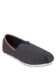 Contrast Piping Slip On