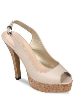 50% OFF CLAYMORE Claymore sepatu high heels MZ 907 Cream Rp 375.000 SEKARANG Rp 187.500 Ukuran 36 37 38 39 40