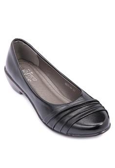 Round Toe Closed Heels
