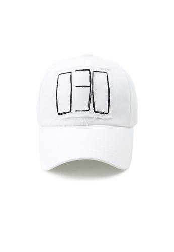 M-Wanted white M. 030 Baseball Cap 9E75FAC4A030BCGS_1