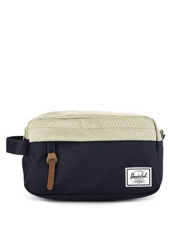 Herschel blue and multi Chapter Carry On Travel Kit EA163ACED49268GS_1