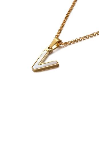 Glamorousky 銀色 時尚氣質鍍金色英文字母V貝殼316L鋼吊墜配項鏈 0FAFAAC13A2E43GS_1