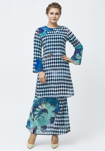 Illusional Rhombus Overscale Floral Baju Kurung from Era Maya in black and white and Green