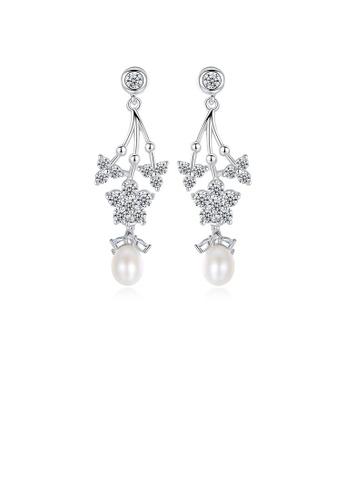 Glamorousky 白色 時尚優雅花朵仿珍珠耳環配鋯石 4F21EAC5340A0AGS_1