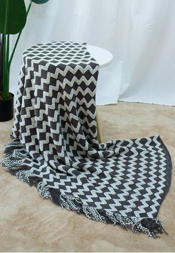Milliot & Co. black Way V Blanket 432A4HLE34C8A0GS_1