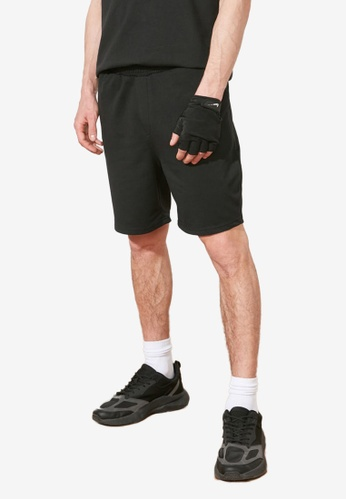 Trendyol black Regular Fit Shorts 7108AAA597D694GS_1