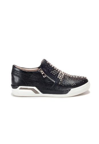 Shu Talk black Amaztep Studs Zippy Comfy Sneakers 9547BSH6FF2F32GS_1
