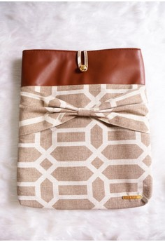 Holly Laptop Sleeve - Brown Tiles
