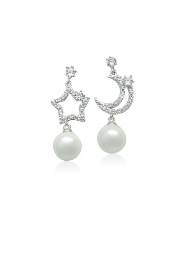 Chomel Silver Simulated Pearl Drop On Cz Mismatch Earrings 2edcbacb54556dgs 1
