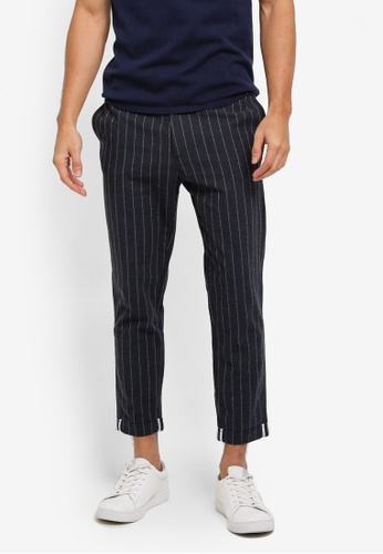 ZALORA black and white Cropped Checked Trousers 0AD57AA62CC0F6GS_1
