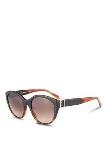 Burberry black Heritage BE4242F Sunglasses BU958GL0RORYMY_1