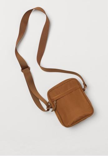H&M brown Small shoulder bag 147F8ACAE26C16GS_1