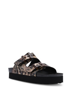 0930380385e TOPSHOP Foxie Footbed Sandals S  96.90. Sizes 36 37 38 39