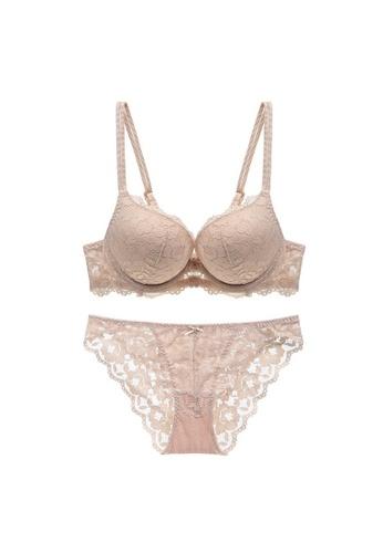 W.Excellence beige Premium Beige Lace Lingerie Set (Bra and Underwear) F0C18USFE80812GS_1