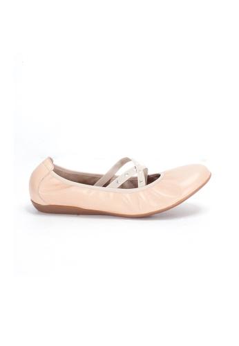 Shu Talk 米褐色 WONDERS 交叉絲帶柔軟鞋墊芭蕾舞平底鞋 084B8SHA1E9950GS_1
