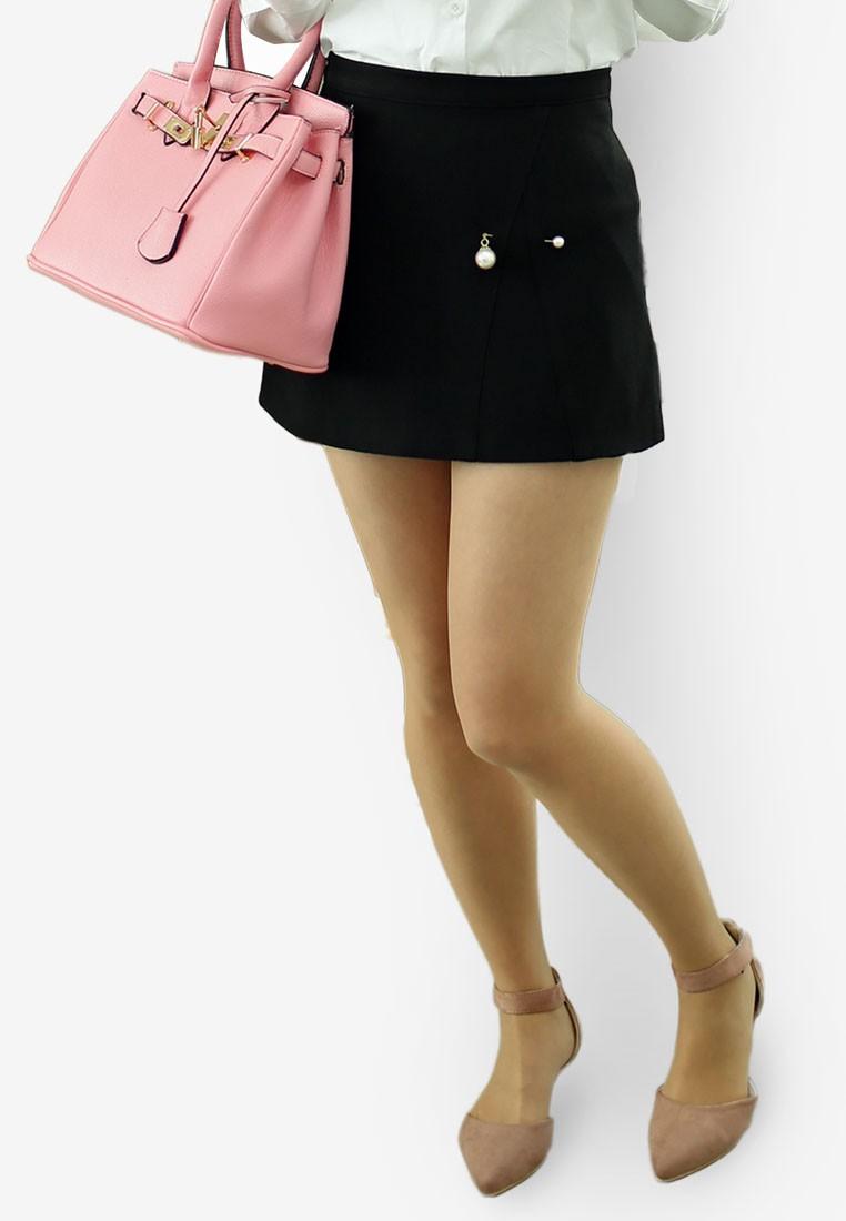 Pearly Mini Skirt in Black