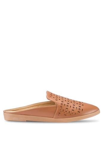 Berrybenka 褐色 雕紋穆勒鞋 E459CSHE4C3909GS_1