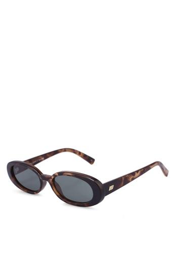Le Specs brown Outta Love 1802498 Sunglasses 19FFAGLDF57093GS_1